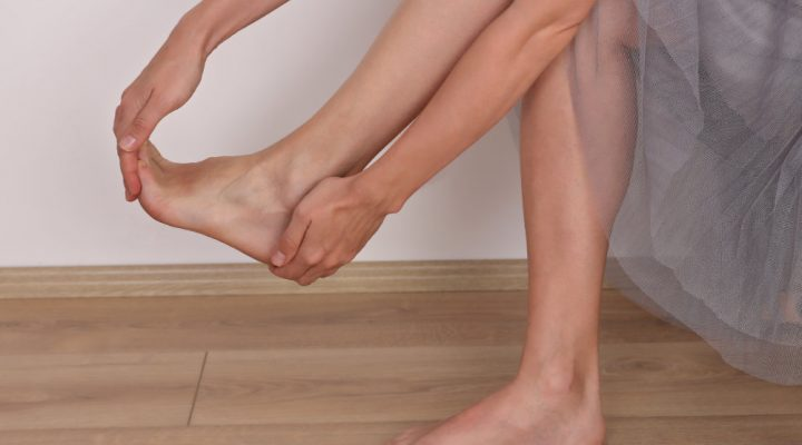 Do flat feet cause knee problems?